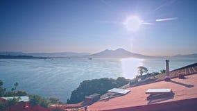 Vista dal tetto del vulcano Vesuvio e Napoli Italia archivi video