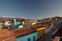 Vista dal tetto sulla via in Trinidad al tramonto, Cuba Immagini Stock Libere da Diritti