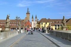 Vista dal vecchio ponte principale alla cattedrale di Wurzburg, Germania Fotografia Stock Libera da Diritti