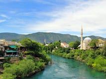 Vista dal vecchio ponte (Stari più), Mostar, Bosnia-Erzegovina Immagini Stock Libere da Diritti