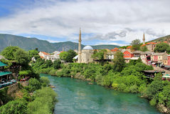 Vista dal vecchio ponte (Stari più), Mostar, Bosnia-Erzegovina Fotografie Stock