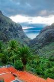 Vista dal villaggio di Masca al canyon ed alle montagne, Tenerife, isole delle isole Canarie fotografia stock