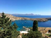 Vista dall'acropoli della città di lindos fotografia stock libera da diritti