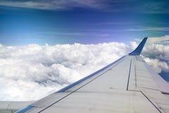 Vista dall'aeroplano con l'ala Fotografie Stock