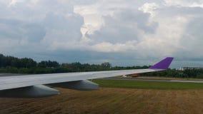 Vista dall'aeroplano di rullaggio archivi video