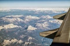 Vista dall'aeroplano sulle montagne delle alpi Fotografie Stock Libere da Diritti