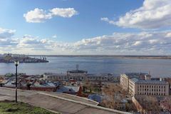 Vista dall'alta banca all'intersezione dei fiumi Volga e Oka Fotografie Stock Libere da Diritti