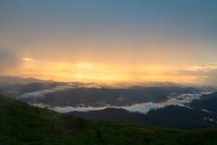 Vista dall'alta montagna nella venuta della pioggia Fotografia Stock Libera da Diritti