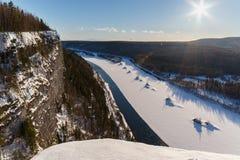 Vista dall'alta montagna sul fiume Sorgente Fotografie Stock
