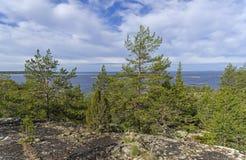 Vista dall'alta riva del lago Ladoga La Carelia, Russia Immagine Stock