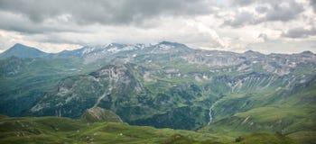 Vista dall'alta strada alpina di Grossglockner sulle montagne Fotografia Stock
