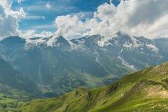 Vista dall'alta strada alpina di Grossglockner sulle montagne Immagini Stock