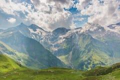 Vista dall'alta strada alpina di Grossglockner sulle montagne Fotografie Stock