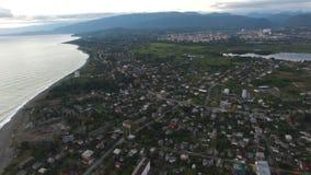 Vista dall'altezza del faro antico vicino alla linea costiera di Sukhumi in Abkhazia stock footage