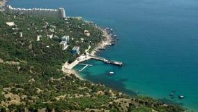 Vista dall'altezza di bella baia di Laspi in Crimea video d archivio