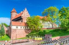 Vista dall'anfiteatro per il castello dei vescovi di Warmian in Olsztyn in Polonia Immagini Stock Libere da Diritti
