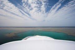 Vista dall'arco di grande yacht Immagine Stock