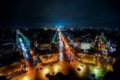 vista dall'Arco di Trionfo alla notte, immagine della foto una bella vista panoramica della città del Metropolitan di Parigi fotografie stock libere da diritti