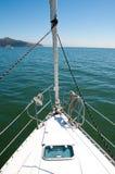 Vista dall'arco di un yacht. Immagine Stock