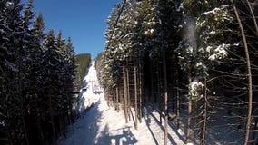 Vista dall'ascensore di sci in Bukovel stock footage