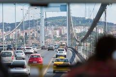 Vista dall'automobile sul ponte di Ataturk Fotografie Stock Libere da Diritti