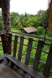 Vista dall'interno della casa lunga tribale di Sarawak Fotografia Stock Libera da Diritti