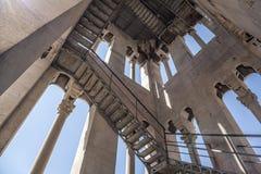 Vista dall'interno di alta torre antica nella città della spaccatura Fotografia Stock Libera da Diritti