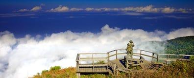 Vista dall'più alta montagna in Tailandia nel parco nazionale di Doi Inthanon Immagine Stock