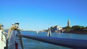 Vista dalla barca commovente su acqua, Grand Canal a Venezia, trasporto, viaggio archivi video