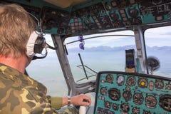 Vista dalla cabina di pilotaggio di un elicottero Immagine Stock