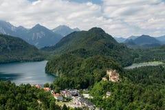 Vista dalla cima al castello di fama mondiale di Hohenschwangau Fotografia Stock Libera da Diritti