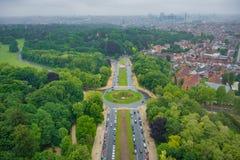 Vista dalla cima del Atomium a Bruxelles verso il centro urbano Immagini Stock Libere da Diritti