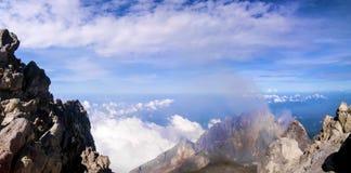 Vista dalla cima del vulcano di Merapi immagini stock