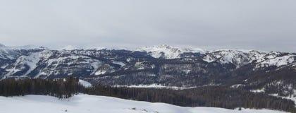 Vista dalla cima della montagna di Colorado nell'inverno immagini stock