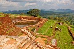 Vista dalla cima della roccia dei leoni di Sigiriya fotografia stock libera da diritti