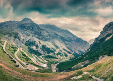 Vista dalla cima di italiano famoso Stelvio High Alpine Road Fotografie Stock