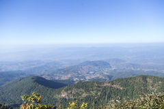 Vista dalla cima di più alta montagna in Tailandia Immagine Stock