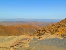 Vista dalla cima sulle montagne Fotografie Stock