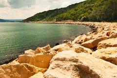 Vista dalla città di Balchik, località di soggiorno di Albena in Bulgaria dal sentiero costiero Immagine Stock Libera da Diritti