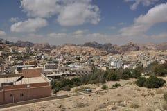 Vista dalla città di PETRA a PETRA archeological del luogo Fotografie Stock