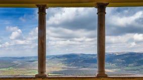 Vista dalla città storica di Motovun sul paesaggio montagnoso immagine stock libera da diritti