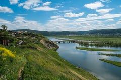 Vista dalla collina al fiume Fotografia Stock