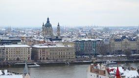 Vista dalla collina alla città di Budapest stock footage