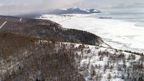 Vista dalla collina alla pianta di LNG, isola di Sakhalin, Russia di inverno fotografie stock