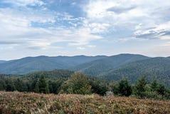 Vista dalla collina di Fereczata in montagne di Bieszczady in Polonia Fotografie Stock Libere da Diritti