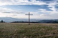 Vista dalla collina di Loucka in montagne di Slezske Beskydy di autunno in repubblica Ceca Immagine Stock