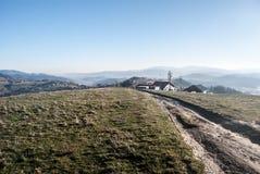 Vista dalla collina di Ochodzita in montagne di Beskid Slaski di autunno in Polonia Fotografie Stock