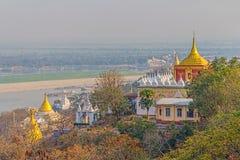 Vista dalla collina di Sagaing fotografie stock libere da diritti