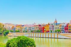 Vista dalla costa del Guadalquivir al distretto i di Triana immagini stock libere da diritti