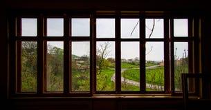 Vista dalla finestra alla via Immagine Stock